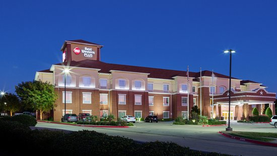 Duncanville, TX: Our welcoming hotel is brightly lit with our new modern energy saving LED light fixtures.