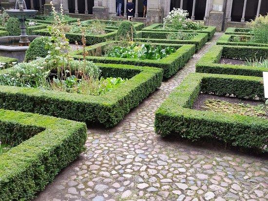 Classic Gardens And Landscape Beautiful classic gardens picture of pandhof domkerk utrecht pandhof domkerk beautiful classic gardens workwithnaturefo