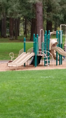Camas, WA: Clean and modern playground equipment for the kids