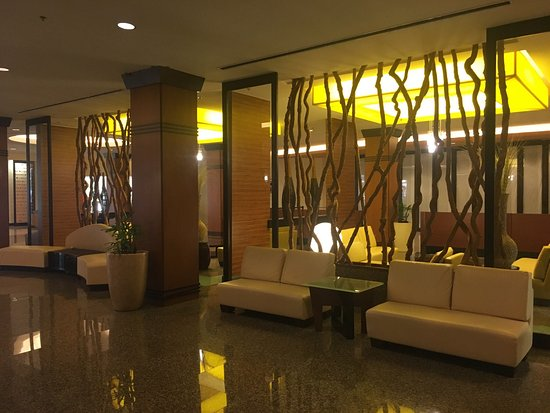 Guam Plaza Hotel: ロビー