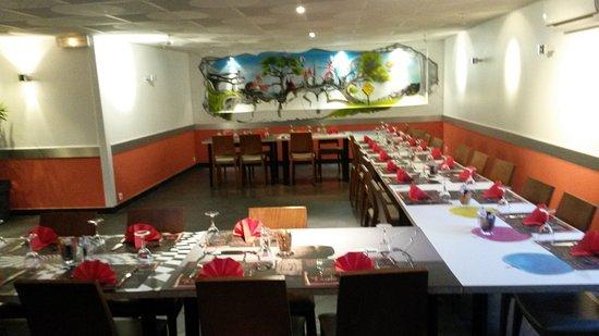 Meylan, Francja: Salle préparée pour une soirée