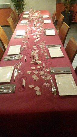 Meylan, France: Salle préparée pour une soirée