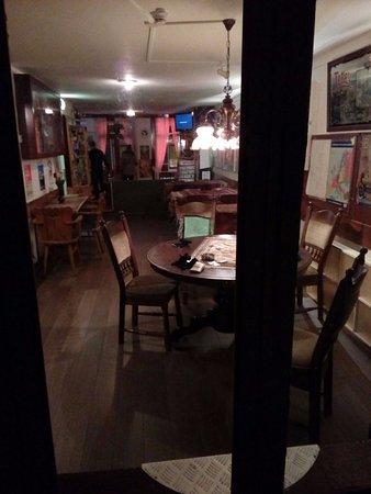 Hotel My Home: Lobby comune con tavoli per colazioni, area relax e zona fumatori