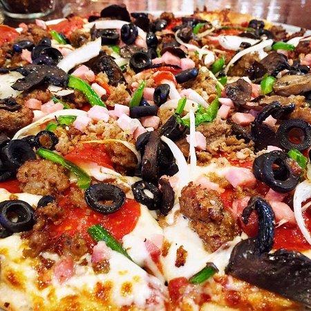 Murfreesboro, TN: Kitchen Sink Pizza