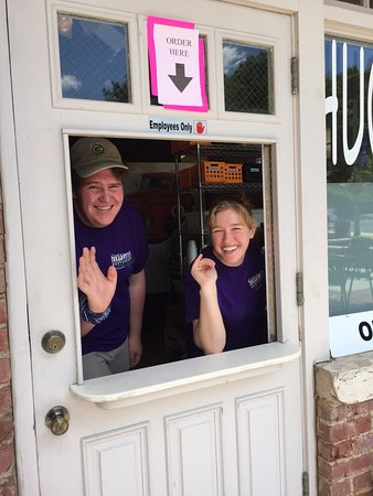 Tryon, Kuzey Carolina: Ice Cream To Go Window in season