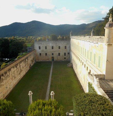 """Battaglia Terme, Italië: Il """"cortile dei giganti"""""""