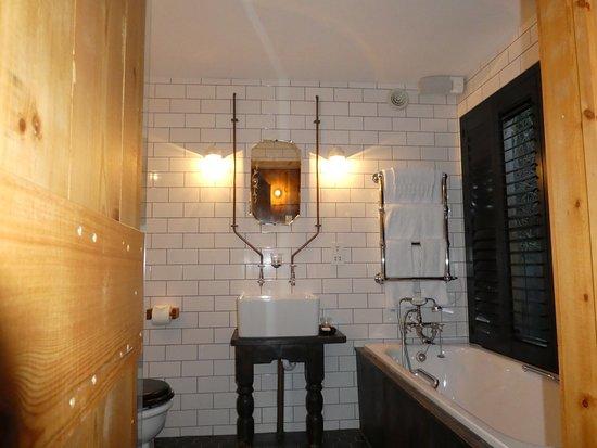 Ticehurst, UK: the bathroom