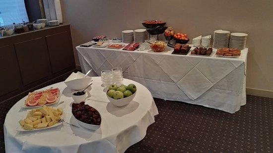 Rolleboise, Francja: Breakfast buffet