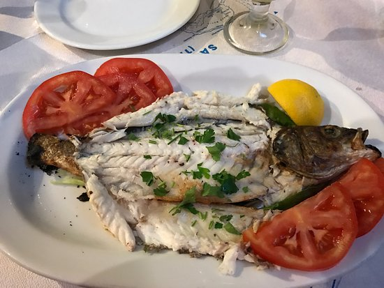 Simos Taverna: Grilled fish, very yummy!
