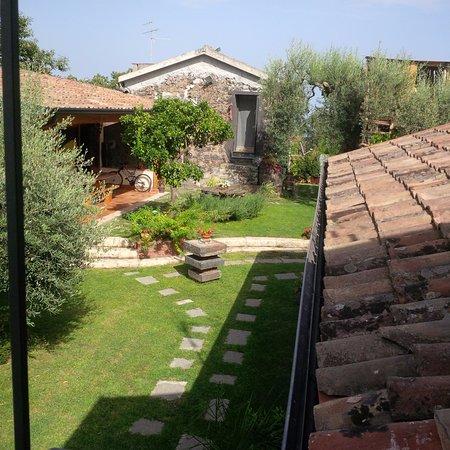 Santa Venerina, Italia: esterno vista rustico e zona barbecue e area wi-fi