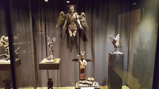 Devil's Museum: Экспонат
