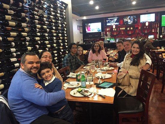Somerville, MA: Fomos conhecer o Oliveiras Steak House e realmente ficamos muito felizes pela boa comida, lugar