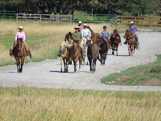 Libby, Монтана: Riders returning from training