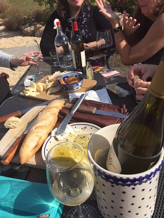 Mount Airy, Μέριλαντ: Wine and cheese at Black Ankle.