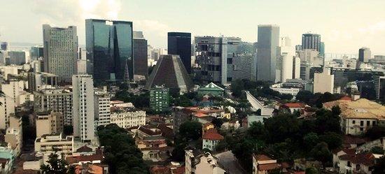 Terra Brasilis Hostel: Vista do Rio, da Lapa... ao amanhecer e sair do quarto!