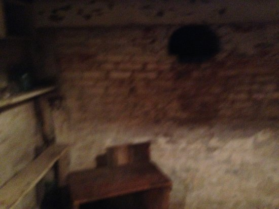 Slave Haven / Burkle Estate Museum : Room where the slaves hid