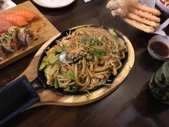 Coquitlam, Kanada: Yaki udon, with seafood.