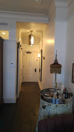 The Beekman, A Thompson Hotel: Bedroom foyer