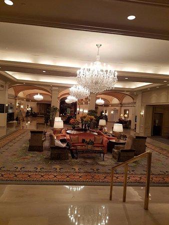 Omni Shoreham Hotel: Hall de entrada do Hotel.