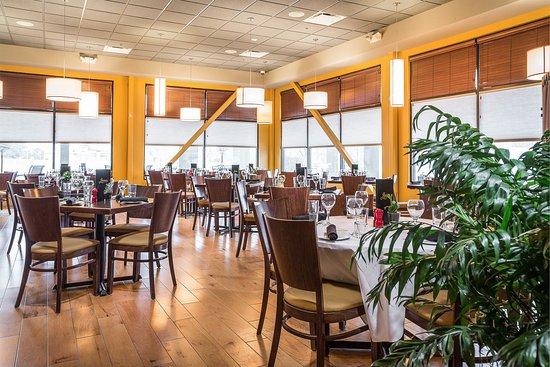 Leon S Restaurant Dining Room