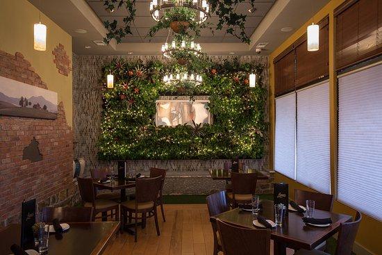Leon S Restaurant Green Room