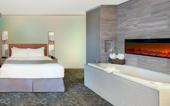 Jacuzzi Suite Picture Of Wyndham Garden At Niagara Falls