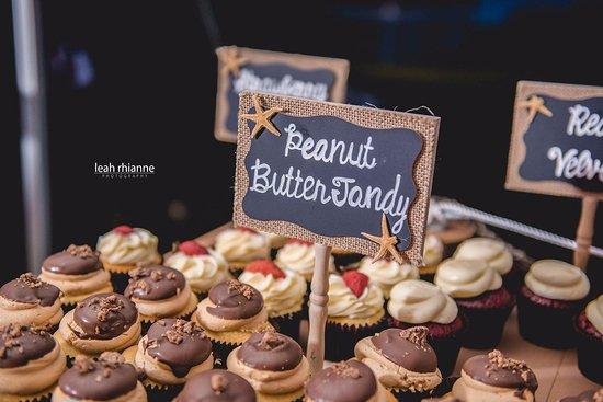 Bel Air, MD: wedding cupcake display