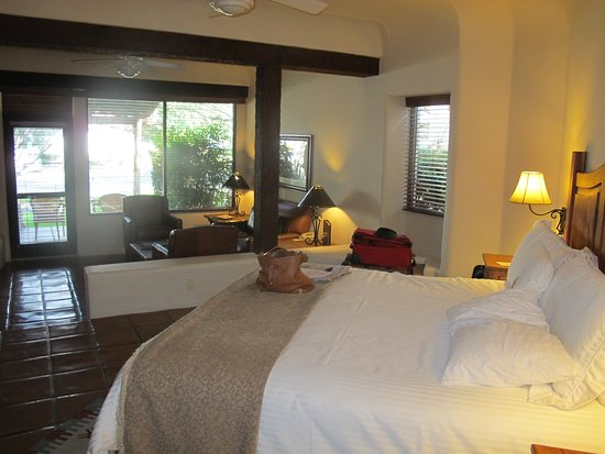 Tubac, AZ: Hacienda Rooms are Attractive & Large