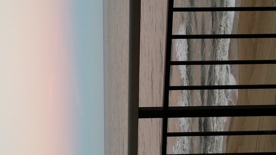 Four Sails Resort: 20161110_170704_large.jpg