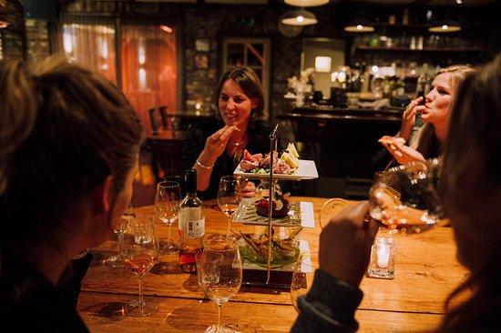 Gilze, Nederland: gezellig dineren aan onze ovale stamtafel