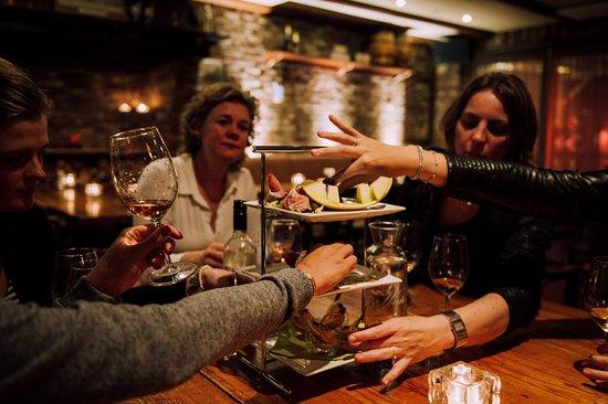 Gilze, Nederland: shared dining