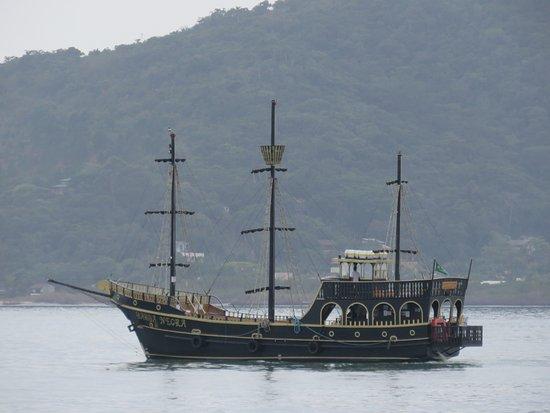 Canasvieiras, SC: local de saída de barcos piratas (passeios)