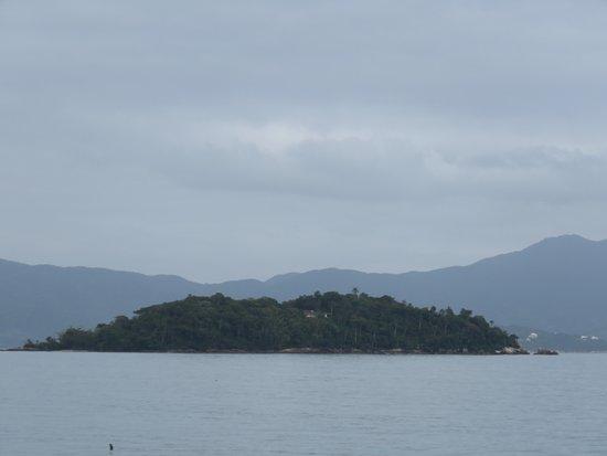 Canasvieiras, SC: visual da pequena ilha visto da praia