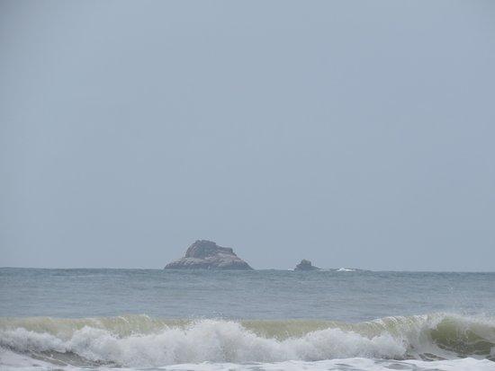 Canasvieiras, SC: mar de poucas ondas e visual bacana