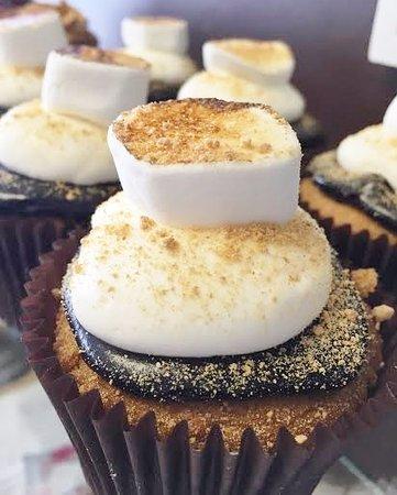 Cockeysville, Мэриленд: pumpkin s'mores cupcakes