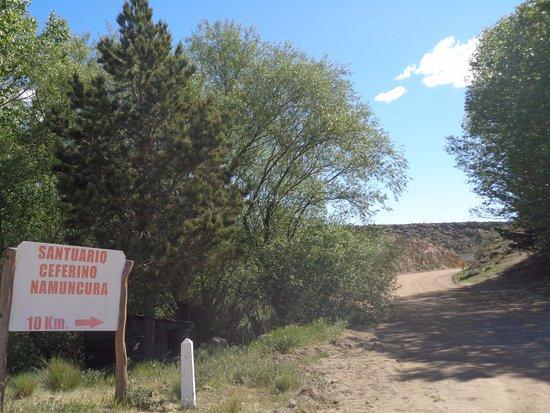 Santuario de Ceferino en San Ignacio: Vista del camino al Santuario de CEFERINO NAMUNCURÁ - RUTA 40 (desde Zapala a Junín de los Andes