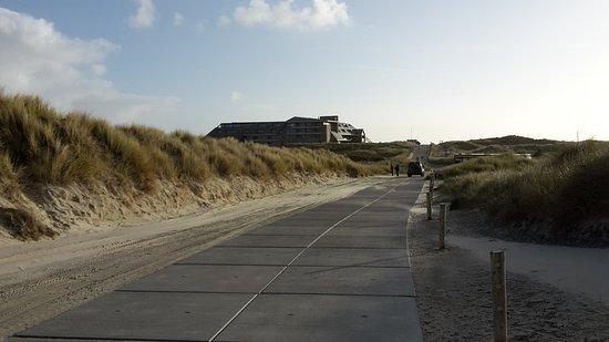 Terschelling, Belanda: far away the building
