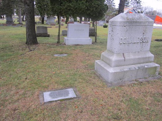 Rhinelander, Ουισκόνσιν: Large Donaldson Headstone is really what you need to find