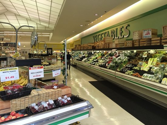 Arlington Heights, IL : The produce section of the supermarket