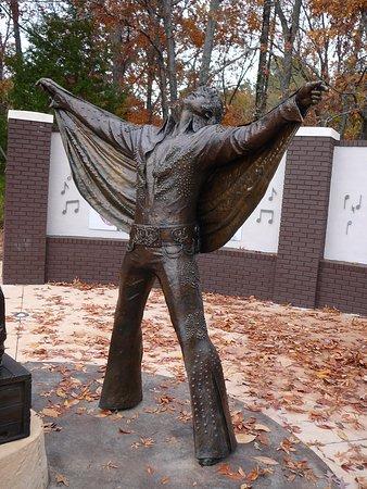 Elvis Presley Center: Big Elvis