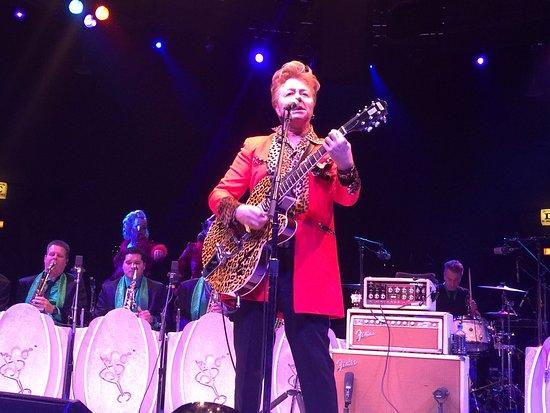 Westbury, Estado de Nueva York: Brian Setzer in concert at the NYCB