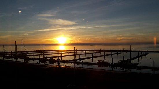 Terschelling, Belanda: sun coming up