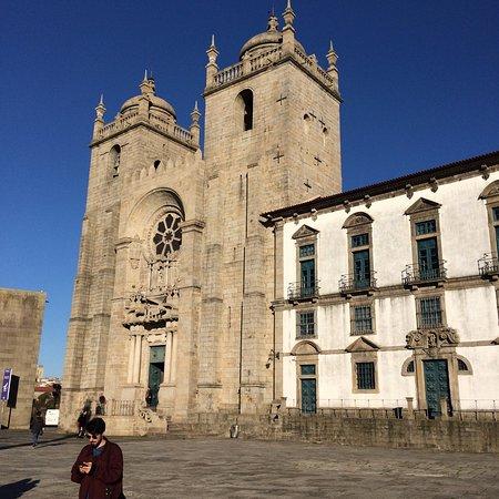 Porto District, Portugal: Площадь перед епископским дворцом