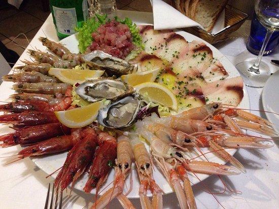 Trattoria Muramare: Fantastico piatto di crudità di pesce!!