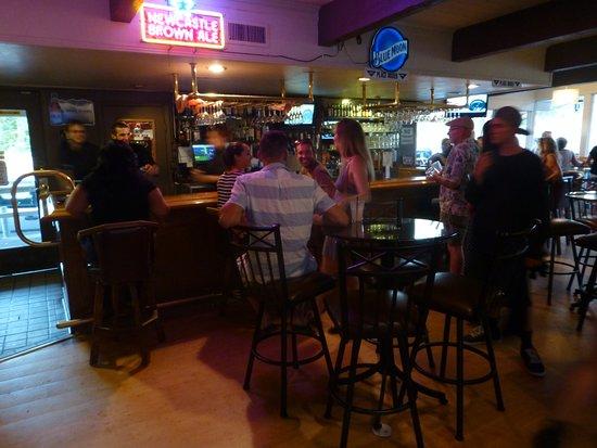 Coarsegold, CA: Gathered around the Yosemite Grill bar.