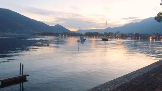 Lago Mayor, Suiza: já longe da cidade ficando de noite