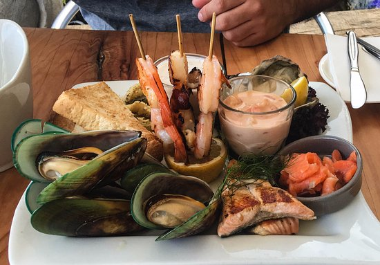 Alfresco's Restaurant and Bar: 'No Batter Seafood Platter' - Freshly prepared seafood selection of mussels, oysters, Kokoda, pa