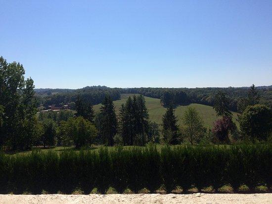 Hautefort, France: Een schitterend uitzicht vanaf t terras