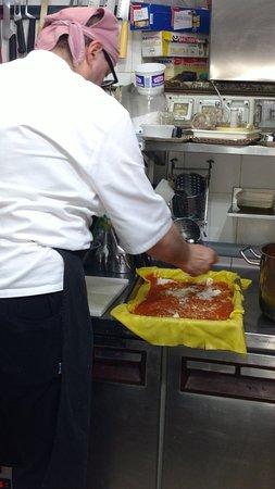 Camerino, Italia: Noe...Facendo lasagna