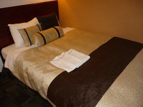 HOTEL Kuretake Inn Kikugawa Interchange : 部屋 ベット